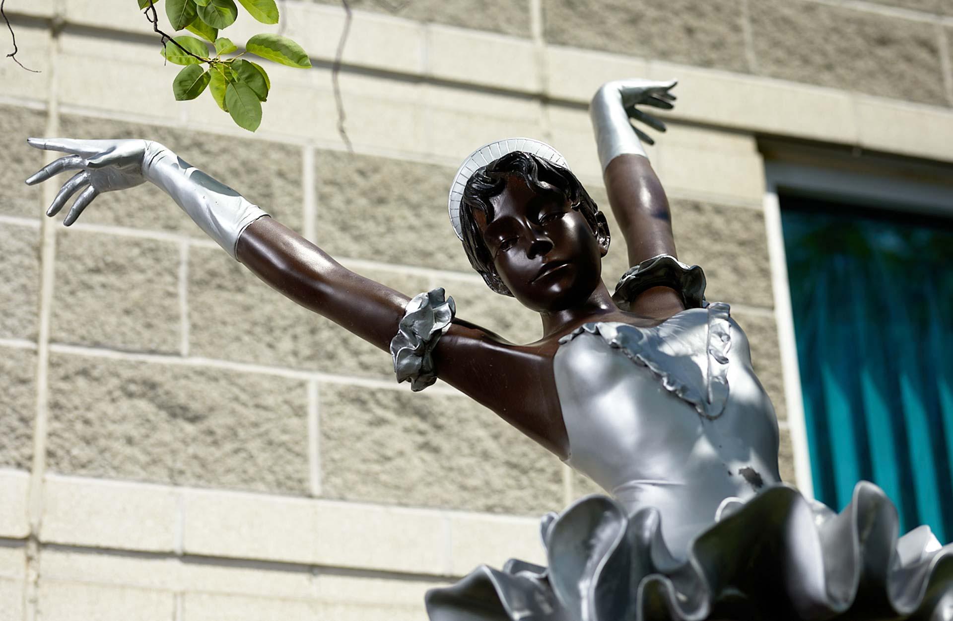 statue of African American ballerina